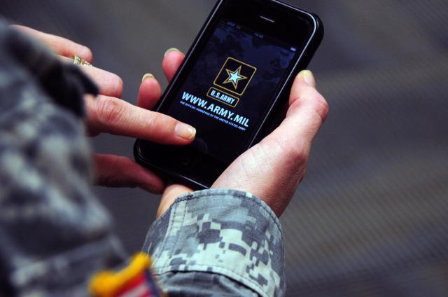 Army, Apple meet to discuss hand-held solutions